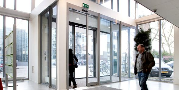 Automatic sliding doors with a Gatemaster® Excel door drive
